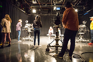 ../../img/spaces/facilities/180926_television_studioa_class_pdembinski-5832-310.jpg