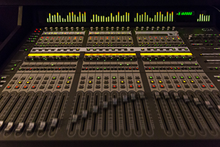 ../../img/spaces/facilities/audio-ctva-1-310.jpg